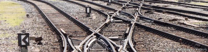 """Banner """"Zugehörigkeit"""": komplexe Gleisanlage mit Weichen"""