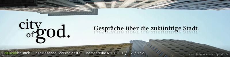 """Themenreihenbanner """"city of god"""". Motiv: Amerikanische Hochhäuserschlucht aus Froschperspektive, darüber strahlend blauer Himmel. Schriftzug: """"city of god - Gespräche über die zukünftige Stadt"""""""