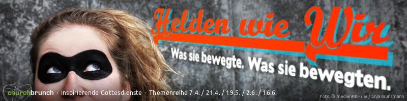 """Banner Themenreihe """"Helden wie wir"""". Motiv: Gesichtsausschnitt einer als Heldin maskierten jungen Frau mit verschmitztem Blick auf den Schriftzug. Schriftzug: """"Helden wie wir – was sie bewegte. Was sie bewegten."""""""