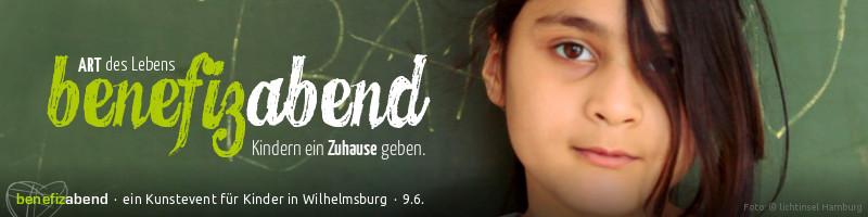"""Webanner """"Benefizabend 9.6.2013: Motiv: Porträt eines lächelnden Inselarche-Kinds vor einer Schultafel. Schriftzug: ART des Lebens. Benefizabend. Kindern ein Zuhause geben."""